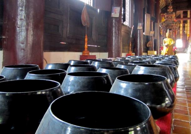 Wat Phan Tao's donation bowls