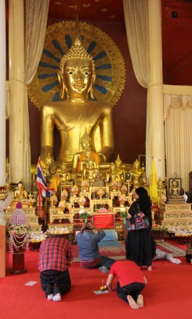 Praying at Wat Phra Sing