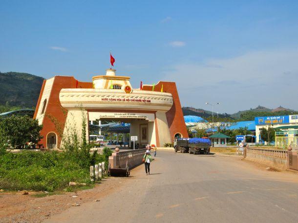 Vietnam border crossing